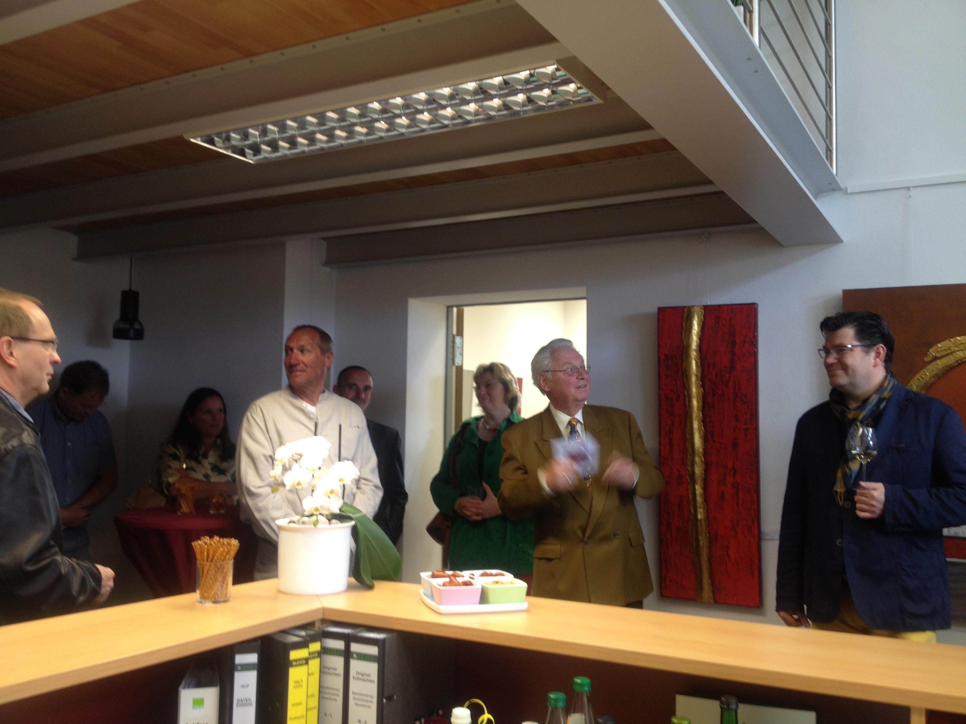 Dr. Manfred Janke stellte die Künstlerin und Ihr Werk den interessierten Zuhörern vor