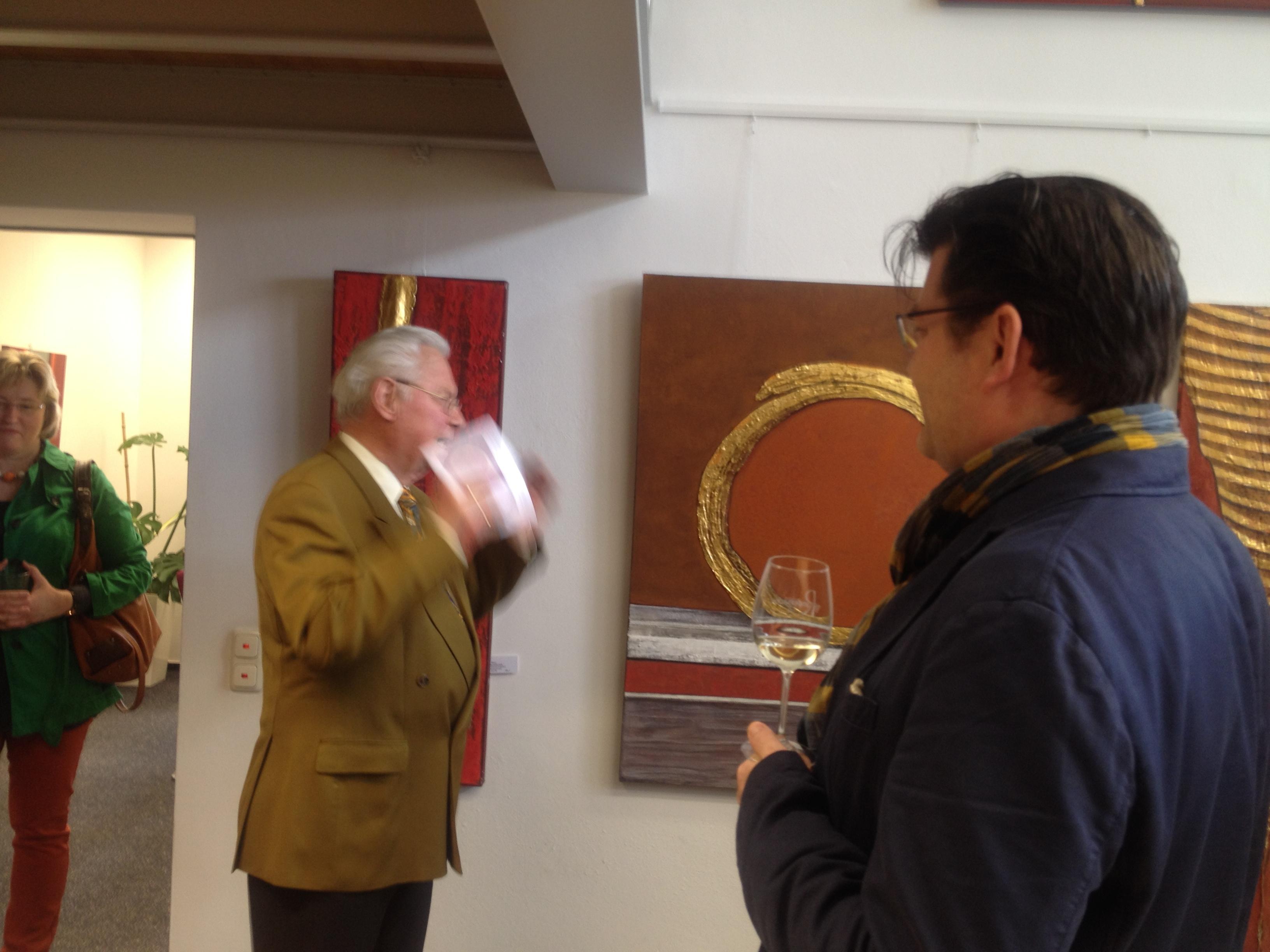 Dr. Manfred Janke und Matthias Henneberger bei der Eröffnung der Ausstellung Farb Klang mit Werken von Ushi Hagn
