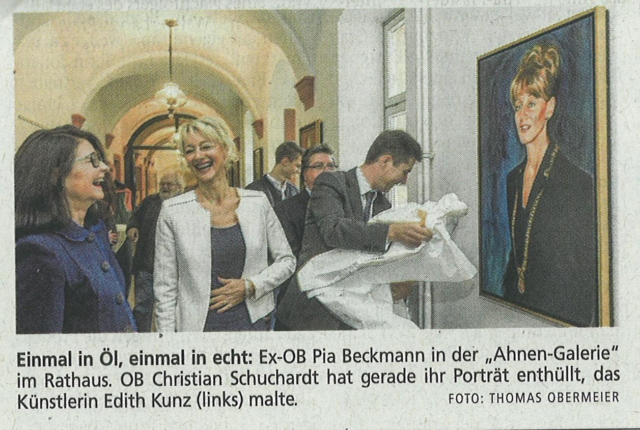 Edith Kunz mit der ehemaligen OB Pia Beckmann bei der Präsentation des Portrait durch OB Christian Schuchardt