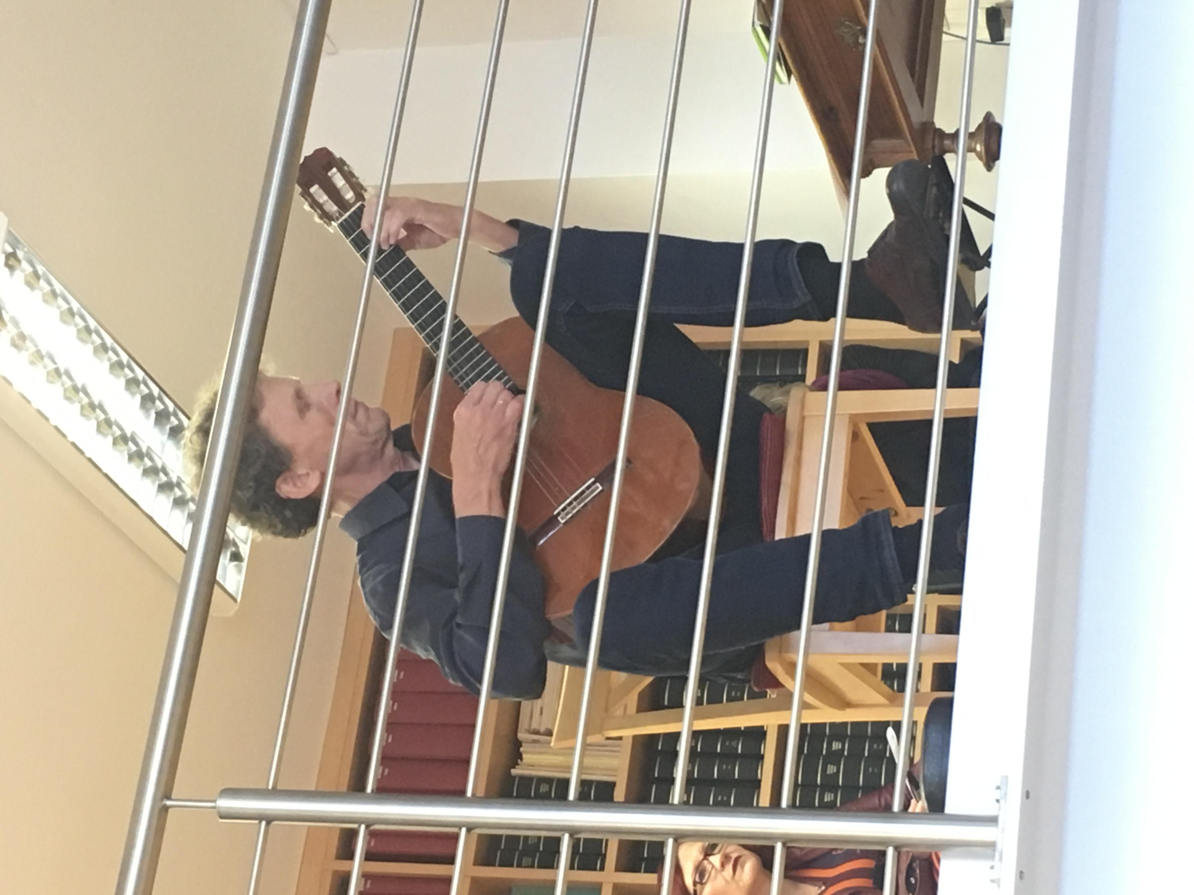 Kunst trifft Steuer XXII - Facettenreich mit Rita Katharina Kolb - Bernhard von der Goltz, Gitarre